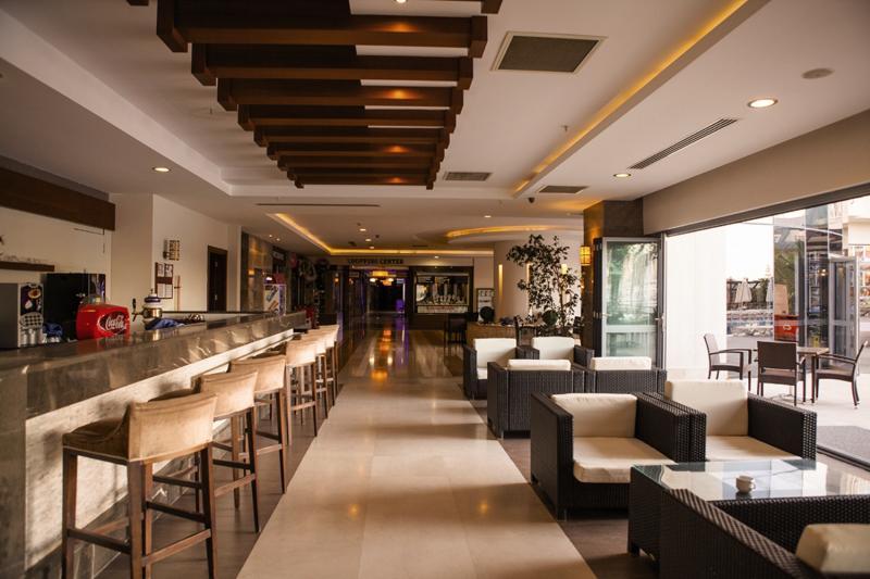 Diamond Beach Hotel & Spa Bar