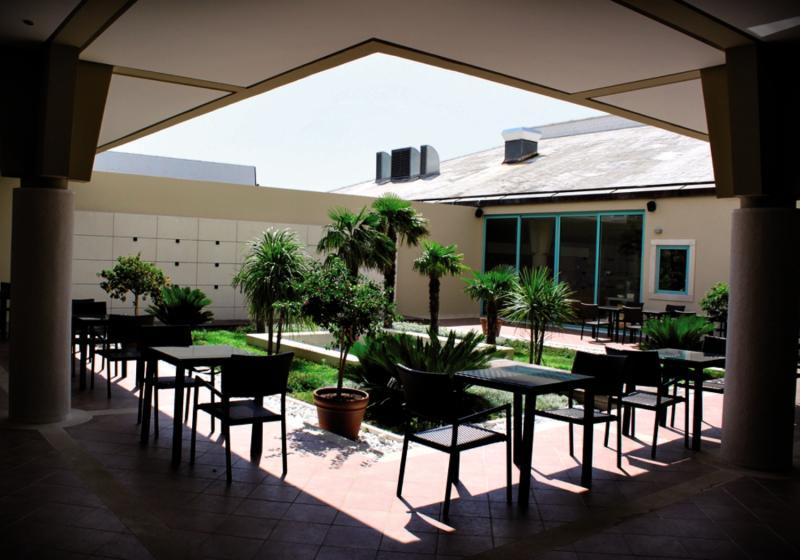 BRETANIDE Sport & Wellness Resort Terrasse