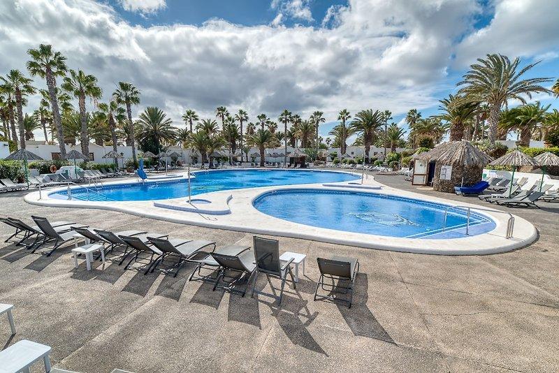 Ona Las Brisas Pool