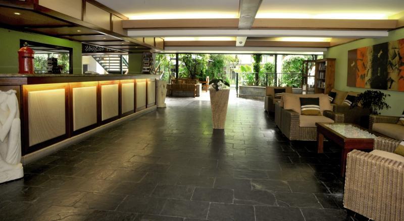 Bay Village Tropical Retreat Lounge/Empfang