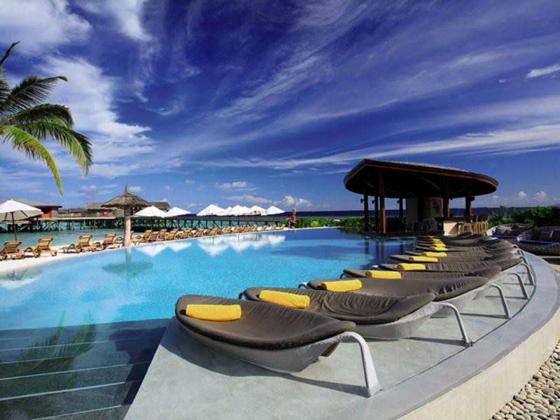 Centara Ras Fushi Resort & Spa Pool
