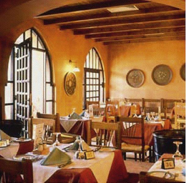 Sol y Mar Ivory Suites Restaurant