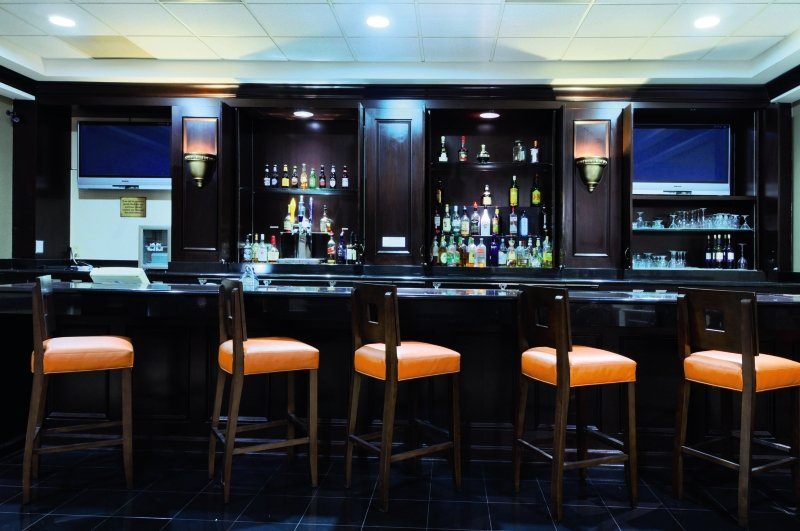 Best Western Plus Dallas Hotel & Conference Center Bar