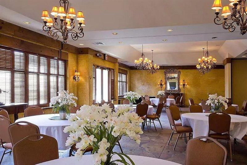 Maison Saint Charles Hotel & Suites  Restaurant