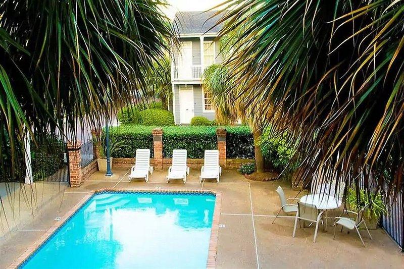Maison Saint Charles Hotel & Suites  Pool